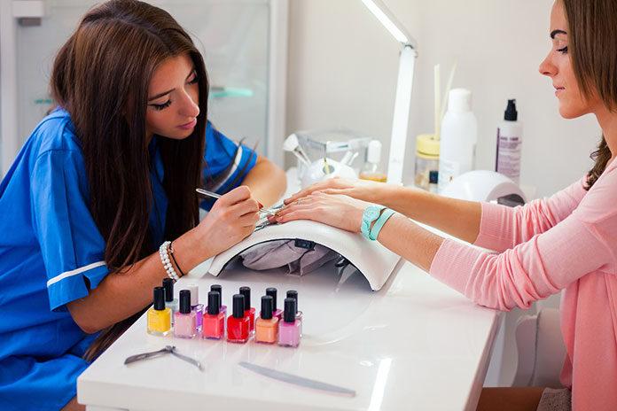 Wyposażenie strefy manicure i pedicure