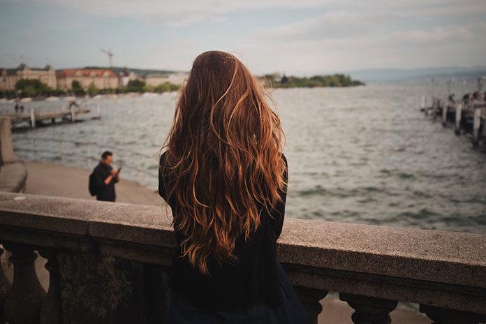 Sposób na cienkie włosy – metoda clip-in