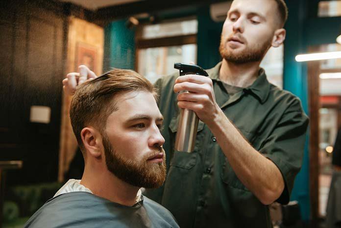 Najmodniejsze fryzury męskie 2019 - sprawdź, jaka fryzura pasuje do ciebie!